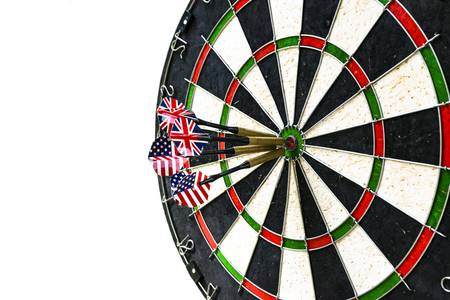 출처: https://www.123rf.com/photo_94399252_metal-darts-have-hit-the-red-bullseye-on-a-dart-board-darts-game-darts-arrow-in-the-target-center-da.html